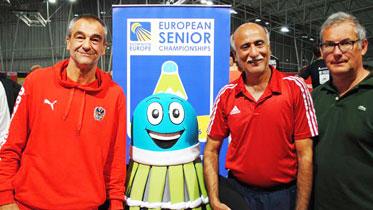 Peter Moritz (li.), der Europameister 50+ und der zweifache Silbermedaillengewinner Tariq Farooq mit ÖBV-Präsident Harald Starl. (Foto: privat)