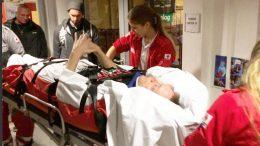 Andi Bauch wird von Rettungskräften versorgt